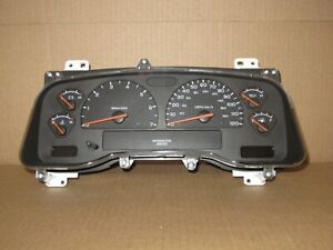 2004 04 Dodge Dakota Truck Speedometer Cluster Auto Transmission 6 Gauge 81k
