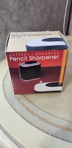New Vintage 1984 Off White Pencil Sharpener Battery Operated Portable Lion Lb 10