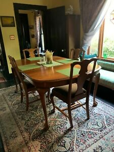 Queen Anne Solid Walnut Dining Table Clawed Feet Leaves Matching Chairs