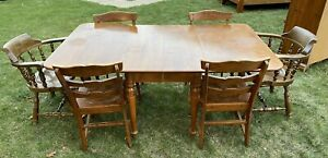 Antique Maple Dining Room Table With 2 Leafs And Chairs