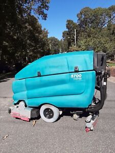 Tennant 5700 Xp Walk Behind Floor Sweeper Scrubber 32 Reconditioned 432hrs