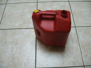 Pre Ban Blitz 2 Gallon 8 Oz Vented For Fast Pouring Quality Gas Can No Spout