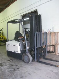 Crown sc 3 Wheel Sit down Electric Forklift 3 500 Lb Capacity 3 Stage Mast