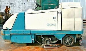 Tennant 8010 Ride On Floor Sweeper scrubber 36v