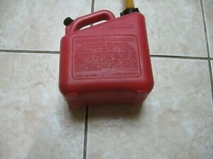 Classic Rubbermaid Vented Fast Pour Pre Ban Quality 1 Gal 4 Oz Gas Can