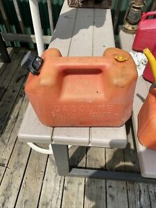 2 Gallon Gas Can Blitz Vented Plastic Old Style With Built In Nozzle