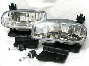For 00 06 Suburban Tahoe 99 02 Silverado Fog Light Lamp Rl H One Pair W 2 Bulbs