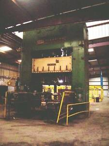 300 Ton Clearing Usi Mdl s4 300 120 72 Straight Side Press