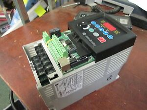 Allen bradley Powerflex 40 Ac Drive 22b d4p0n104 2 0hp 3ph Out 0 460v 4a Used