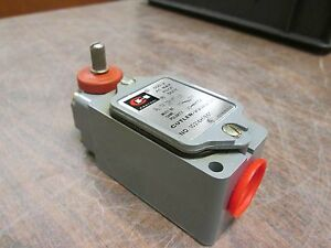 Cutler hammer Limit Switch 10316h186c 600v Used