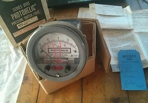 Dwyer 3008 Photohelic Pressure Gage 0 8 In h2o 4 In Gauge Circuit Hh 117 Vac