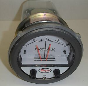 Dwyer A3320 Photohelic Pressure Switch gauge Amat 1270 0166 120 V 10 In Water