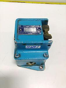 Square D Manual Motor Starting Switch Series A Class 2510 Kr 2h