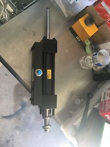 New Parker Left Hand Hydraulic Tie Rod Cylinder 1 5 Bore 5 5 Stroke 4500 Psi