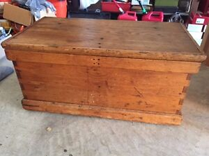 Antique Medium Oak Chest Trunk Bench Coffee Table