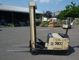 Crown Walkie Stacker 3000 Lbs inv 30978