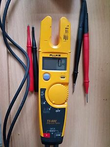 Fluke T5 600 Voltage Test Multi meter With Case And Extra Probes