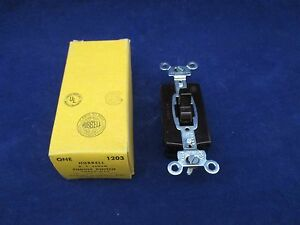 Hubbell 1203 Three Way Toggle Switch New