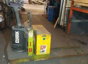 Clark Pallet Jack Walkie Walk Behind 3000 Fork Lift Good Battery Used