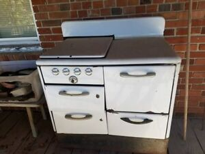 White Antique Willocator Gas Stove