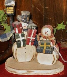 Country Wooden Snowman Shopping Couple