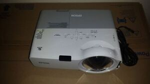 Epson Powerlite 400w 3lcd Projector H281a Excellent Condition
