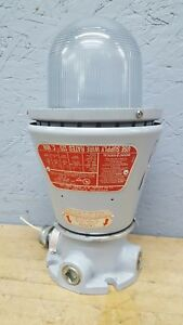 Appleton Explosion Proof Light Fixture A 51 W Mounting Base Aac75 Aau 15n Used