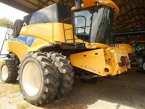 2011 New Holland Cr9040 Combine Sn yag113998 Separator Hours 644