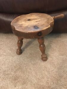 Antique Wooden Three Leg Milking Cow Milk Stool Seat With Handle
