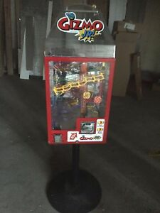 Gizmo Jr Kinetic Gum ball Machine With Stand And Keys