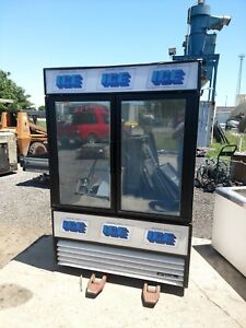 True Gdm 49 Double Door Glass Front Display Commercial Ice Merchandiser Freezer