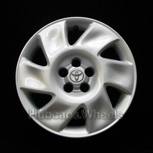Toyota Matrix 2003 2004 Hubcap Genuine Factory Original Oem 61120 Wheel Cover