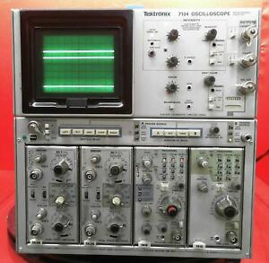 Tektronix 7104 Oscilloscope Mainframe With Modules