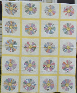 Antique Dresden Plate Quilt Well Quilted With Yellow Sashing 18292