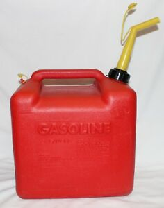 Chilton Old Style Vented 5 Gallon Plastic Gas Can P500 Pre Ban Spout Tether Cap