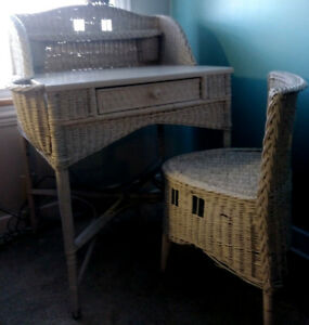 Beautiful Unique Shabby Chic Antique White Ivory Wicker Desk Vanity Table