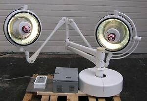Castle 500 Twin Satellite Surgical Light With Wall Control Reconditioned