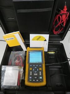 Fluke 123 Industrial Scopemeter 20 Mhz Oscilloscope Multimeter Extra Accessories