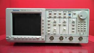 Tektronix Tds520 2 Channel 500 Mhz Digitizing Oscilloscope For Parts Or Repair