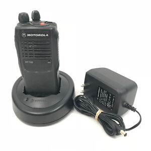 Motorola Ht750 Uhf 403 470mhz 4w 4ch Portable Radio Aah25rdc9aa2an W Charger