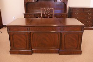 Leighton Hall Large Traditional Mahogany Office Executive Desk 72 In