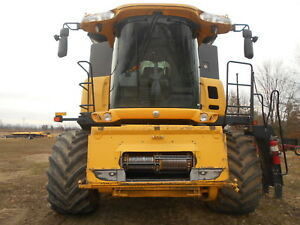 New Holland Cr9060 Combine Deluxe Cab 1152 Separator Hours