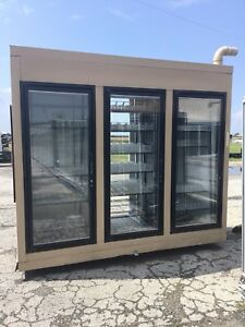 Super Cooler 3 Glass Door Merchandiser System Hi Capacity Walk In Style