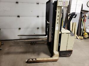 Crown 40wtt s Walkie Pallet Stacker Lift 3700lbs Capacity 154 Lift Sideshift