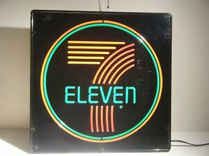 Vintage 1970 s 7 Eleven Electric Lighted Plastic Store Sign 22 X 22