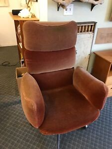Vintage Knoll Otto Zapf Red Mohair Conference Lounge Chair 1970s Modernism
