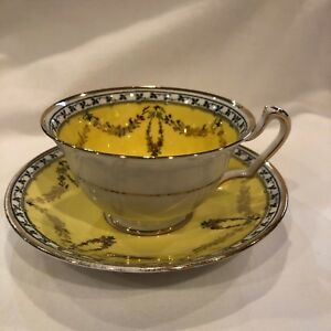 Vintage Duchess China E Bl Tea Cup And Saucer 2750 Yellow Gold Ivy Flowers