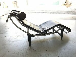 Le Corbusier Chaise Lounge Black Leather Chair