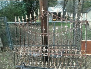 Wrought Iron Gate Queen Size Bed W Footboard And Headboard And 4 Canopy Posts