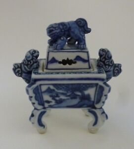 Japanese Kutani Porcelain Koro Incense Burner Covered Censor 20th Century